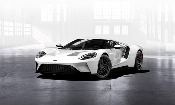 Ford GT adalah salah satu mobil tercepat di dunia karena mampu mencapai kecepatan maksimum 216 Mph
