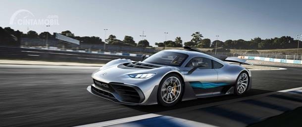 Mercedes-AMG Project One adalah program khusus dari divisi AMG yang mampu menghasilkan mobil berdaya 1.039 HP