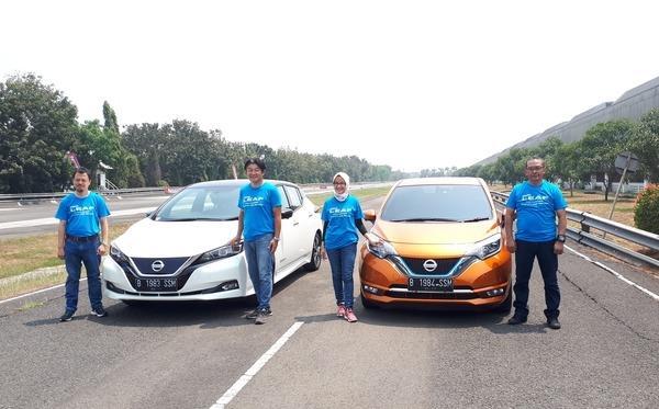 Gambar menunjukkan jajaran manajemen PT Nissan Motor Indonesia