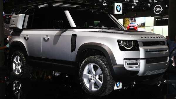 Foto Land Rover Defender 110 2020 berwarna putih