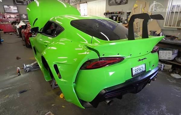 Toyota Supra A90 berwarna hijau
