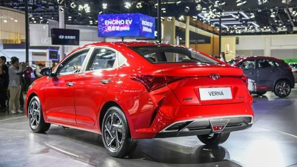 Foto Hyundai Verna 2020 tampak belakang