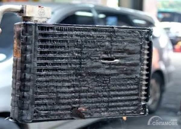 evaporator AC mobil kotor