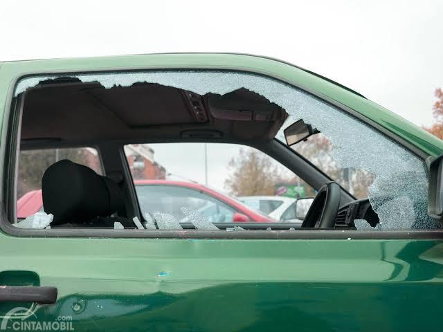 Ini Tips Menghindari Kejahatan Modus Pecah Kaca Mobil