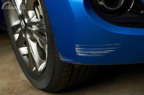 Bisa Dilakukan di Rumah, Ini Cara Menghilangkan Baret Pada Mobil Hitam