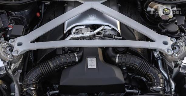 mesin V8 Aston Martin DBX 2020 berwarna hitam