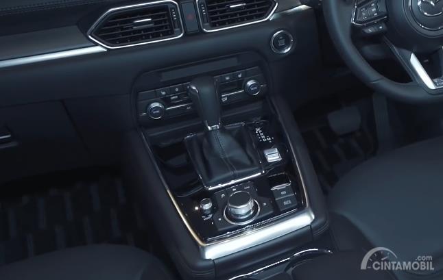fitur Mazda CX-8 2020 berwarna hitam