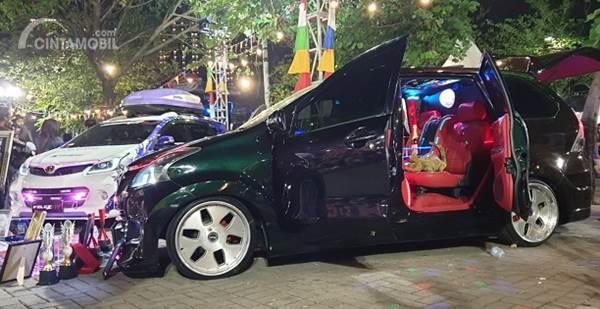 Gambar menunjukkan mobil modifikasi Toyota Avanza