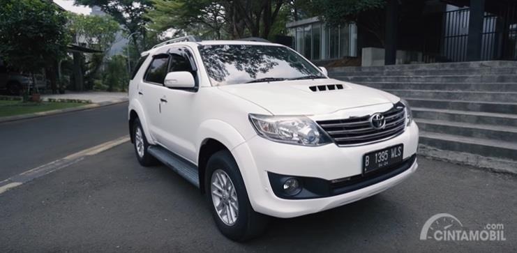 Gambar menunjukan tampilan Toyota Fortuner G VNT 2014 berwarna putih