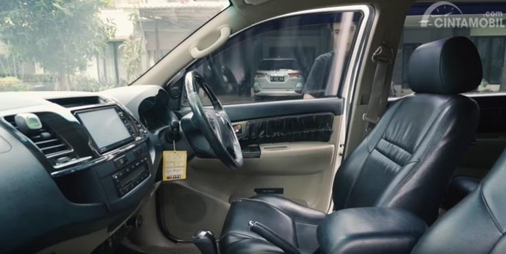 Gambar menunjukan kursi Toyota Fortuner G VNT 2014