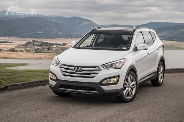 Hyundai SantaFe 2015 berwarna silver
