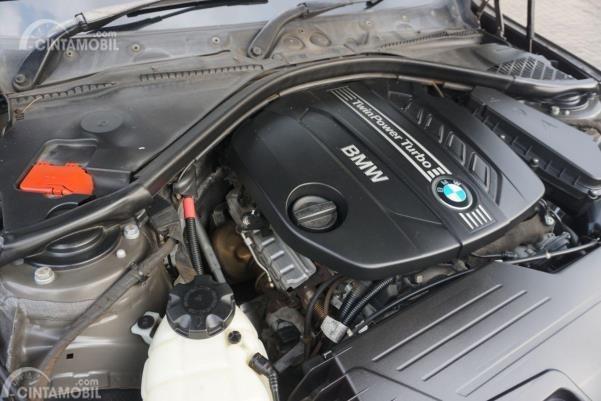 Gambar menunjukkan mesin N47D20 di BMW 320D