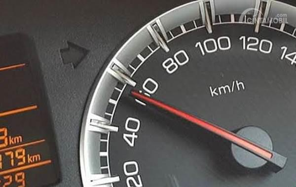 kecepatan mobil stabil