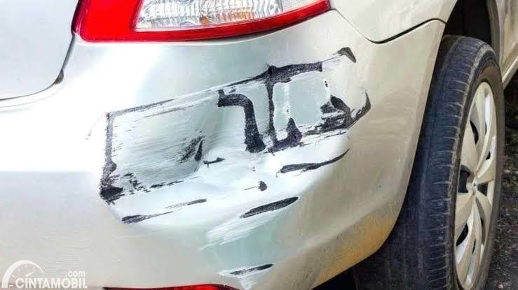 Mobil baret bekas kecelakaan