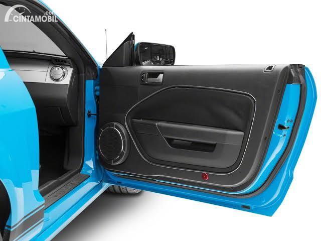 Door trim Ford Mustang