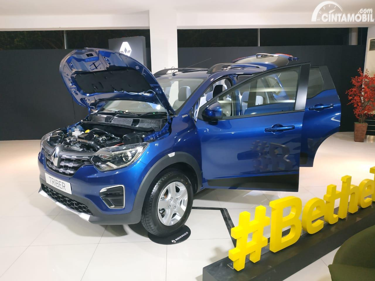 Renault Triber 2019 varian RXZ bertransmisi manual