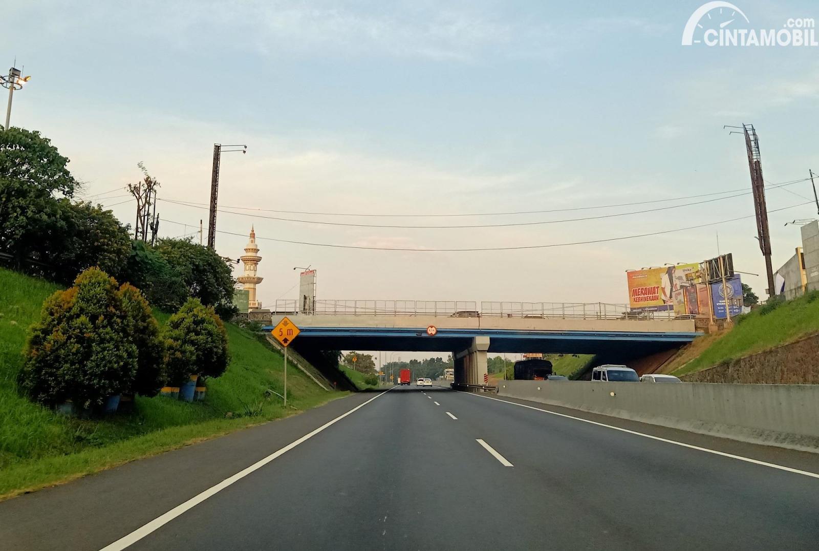 Foto Jalan Tol Trans Jawa underpass Jatingaleh-Semarang