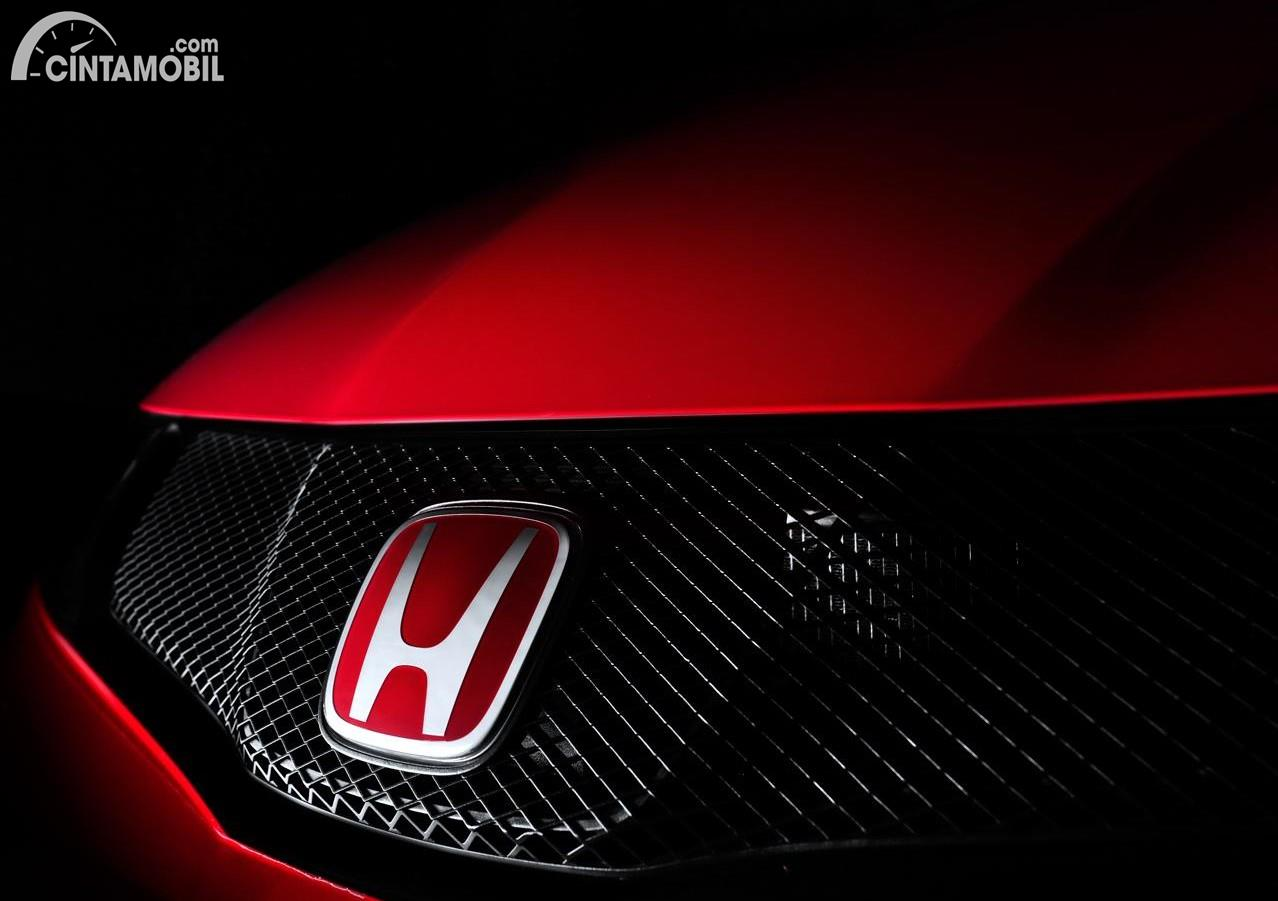 Foto menunjukkan Logo Honda