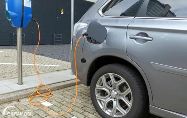 mobil listrik charging