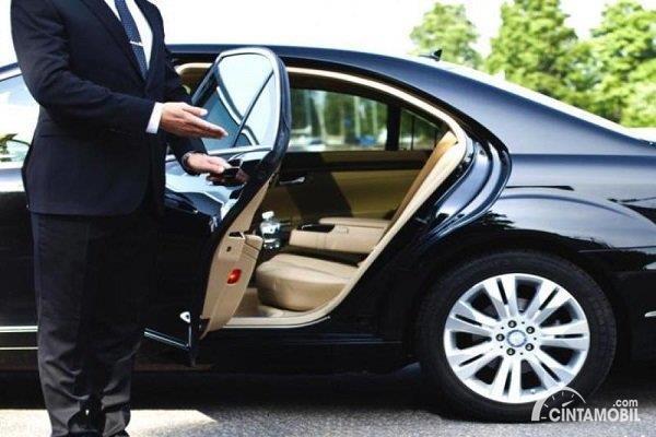 layanan sewa mobil mewah