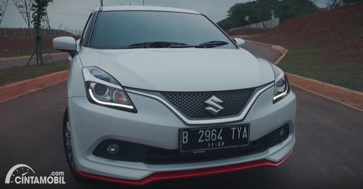 Gambar menunjukan tampilan depan Suzuki Baleno Hatchback 2018