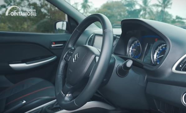 Gambar menunjukan Stir dari Suzuki Baleno Hatchback AT 2018