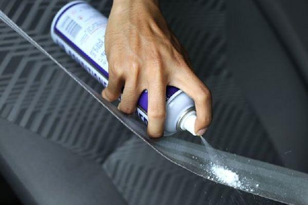 Foto ilustrasi membersihkan sabuk pengaman