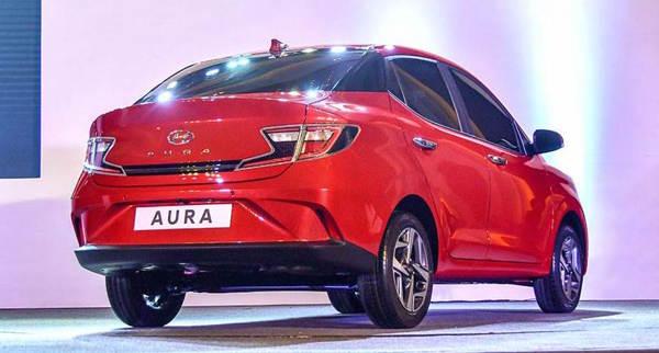 Foto Hyundai Aura tampak belakang