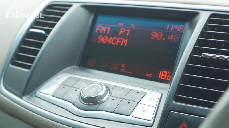 head unit Nissan Teana 250 XV 2011 berwarna hitam