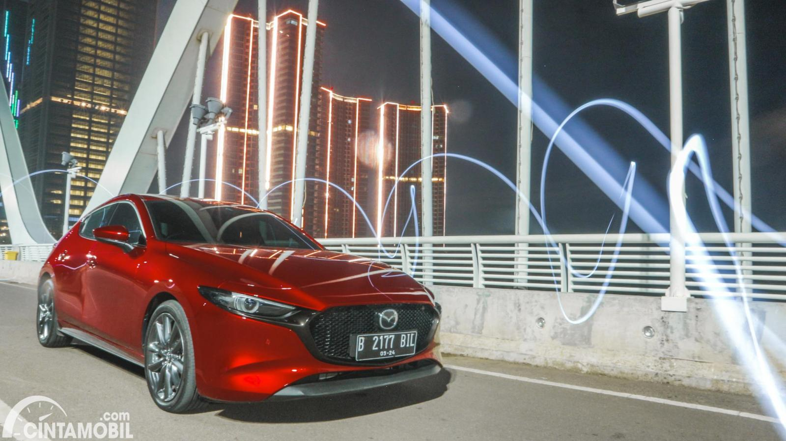 Foto Mazda 3 Hatchback 2019 berwarna Soul Red Metallic
