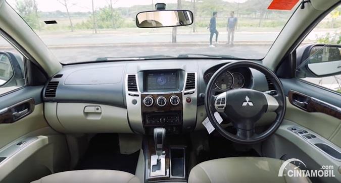 Gambar menunjukan interior Mitsubishi Pajero Sport Exceed Limited 2013
