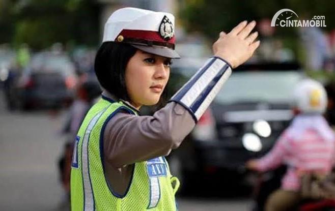 Lalu Lintas Diatur Polisi, Patuh Rambu-Rambu atau Ikuti Arahan Polisi?