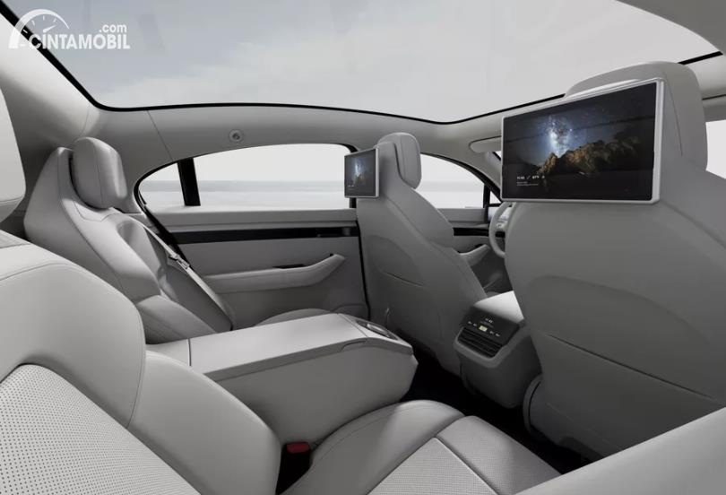 kursi penumpang Sony Vision-S berwarna putih