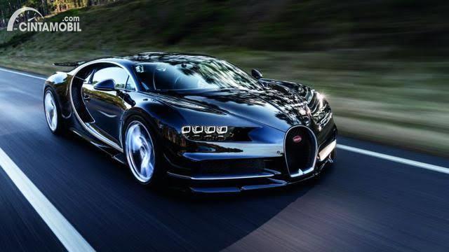 Bugatti Chiron warna hitam