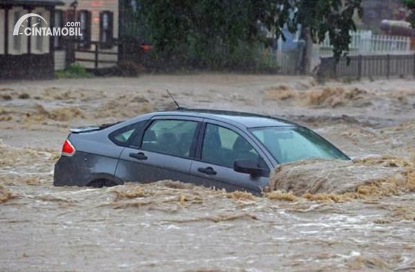 Bukan Cuma Banjir, Pahami Pilihan Perluasan Jaminan Asuransi Mobil