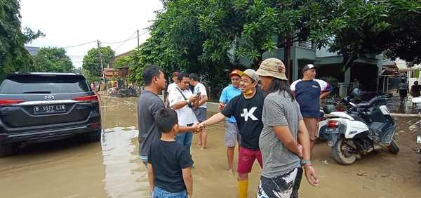 Foto pemberian bantuan banjir di beberapa lokasi banjir oleh BMWCCI