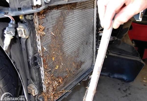 kondensor AC mobil kotor