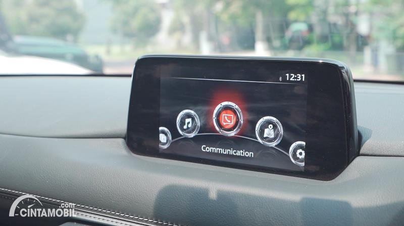 Gambar menunjukkan layar Mazda CX-5 Grand Touring 2020 berwarna hitam