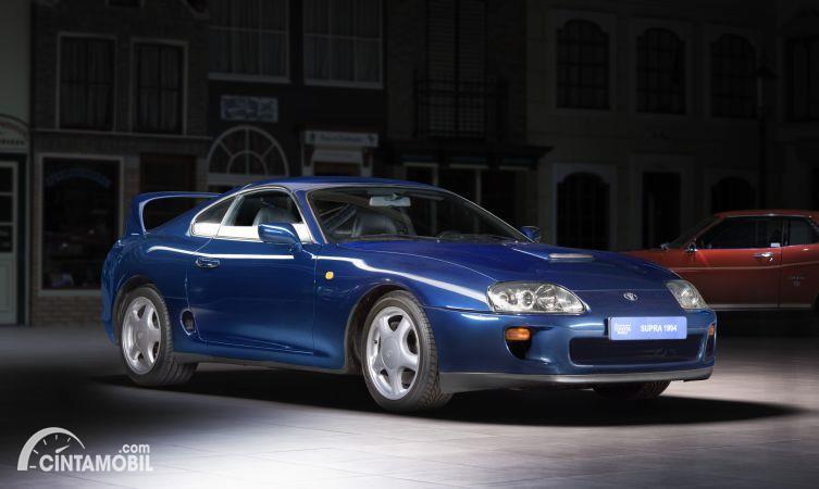 Toyota Supra A80 warna biru