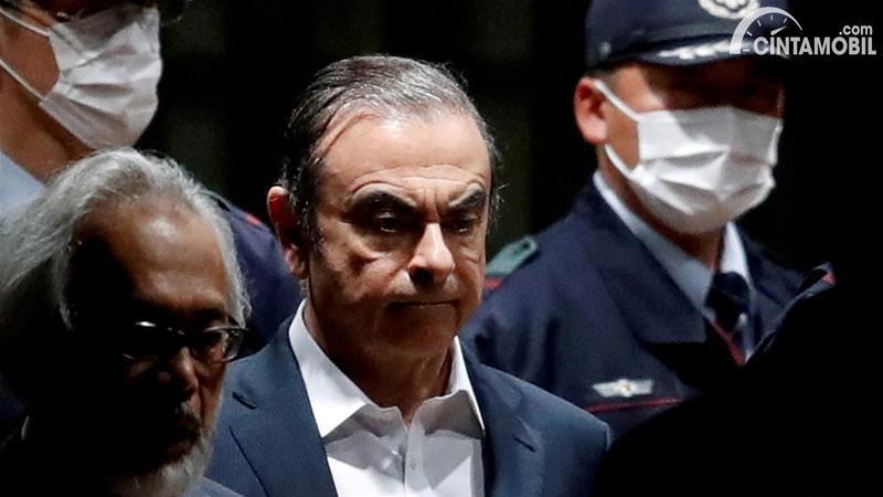 Gambar menunjukan  Carlos Ghosn