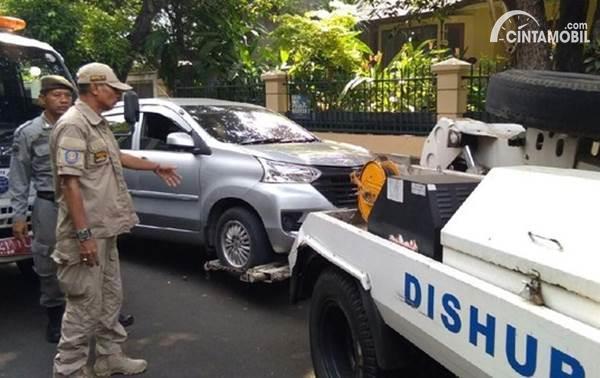 mobil di derek Dishub DKI Jakarta