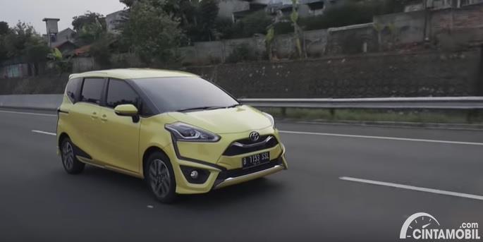 Gambar menunjukan Toyota Sienta Q CVT 2020 Facelift