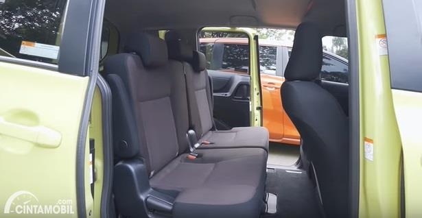 Gambar menunjukkan Kursi Toyota Sienta Q CVT 2020 Facelift