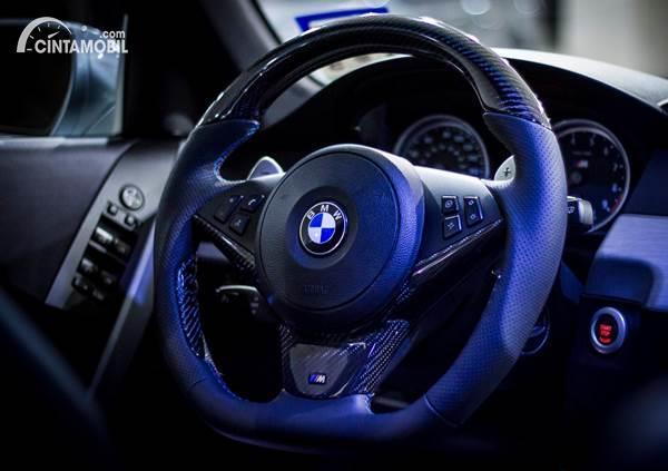 3 Pilihan Bahan Retrim Stir Mobil yang Bikin Tampilan Interior Makin Keren