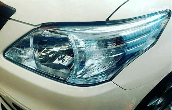 Ingin Pasang Stiker Lampu Mobil Pahami Dulu Jenis Jenisnya
