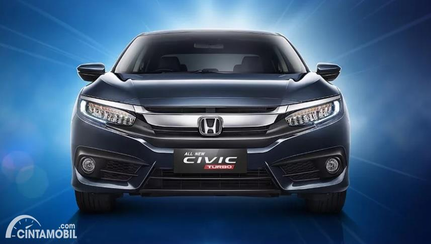 Gambar menunjukan Honda Civic Turbo Sedan 2016 berwarna hitam dilihat dari sisi depan