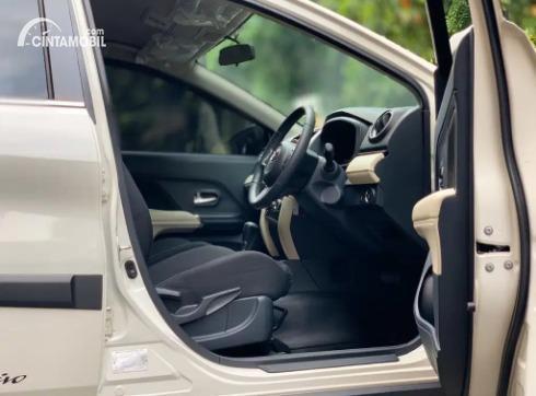 Gambar menunjukkan Kursi depan Toyota Rush TRD Sportivo 2020