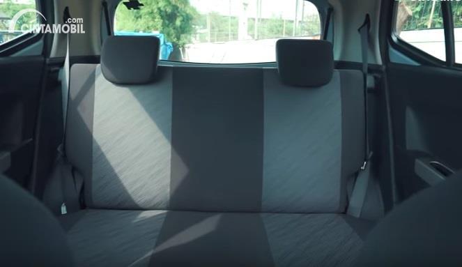 Gambar menunjukan kursi Toyota Agya 1.0 G 2013