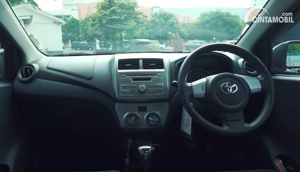 Gambar menunjukan layout dashboard Toyota Agya 1.0 G 2013