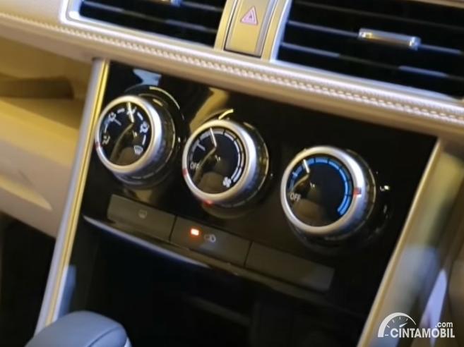 Gambar menunjukkan kenop pengatur AC Mitsubishi Xpander 2020